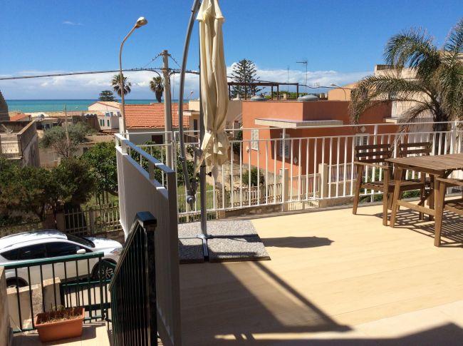 Casa vacanze villetta con veranda vista mare marina di for Casa ranch con veranda