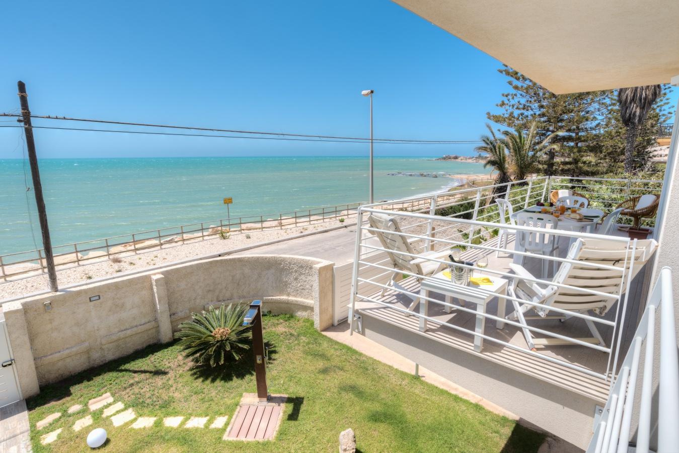 casa vacanze archimede appartamento fronte mare con vista